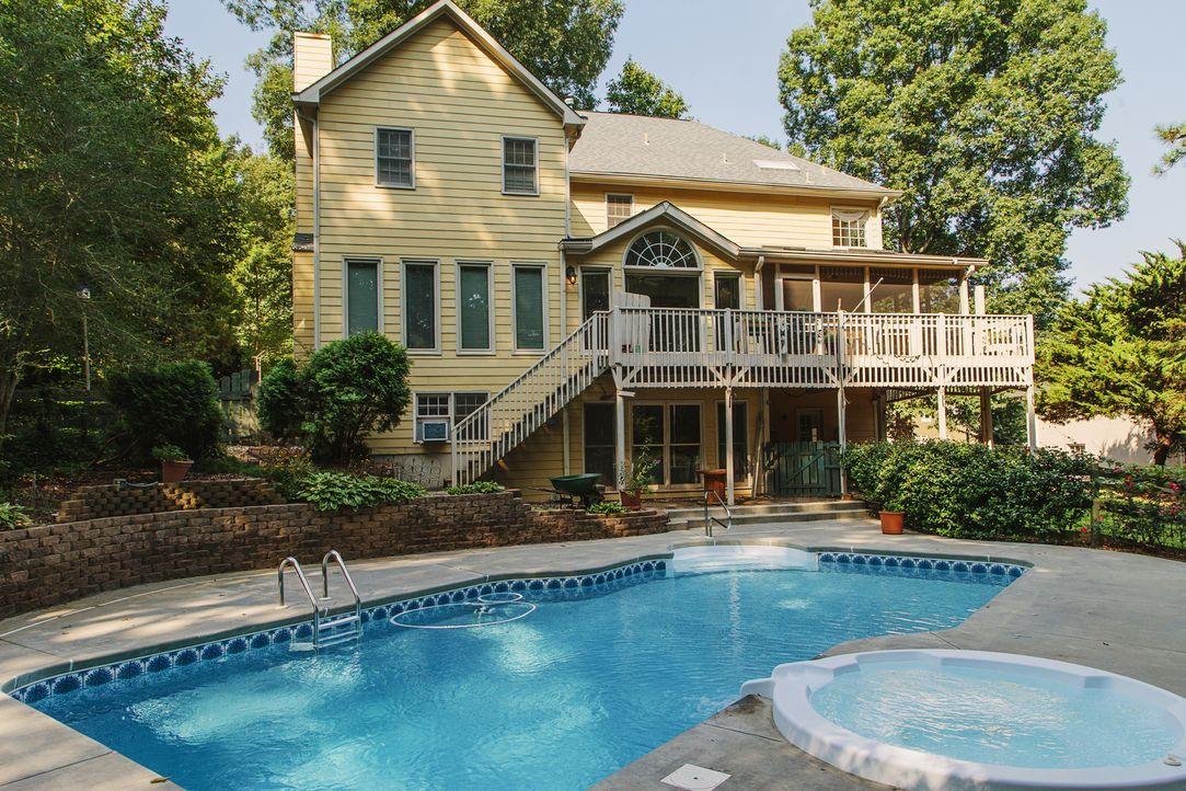 Das Haus liegt in einem guten Schulbezirk, hat einen Pool und viel Potenzial, aber werden sich Dave und Maria wirklich für ein Haus entscheiden, das... - Bildquelle: David Walter Banks 2014, HGTV/Scripps Networks, LLC. All Rights Reserved