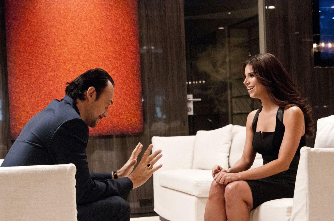 Während Adrian versucht, seinen frisch getrennten Freund mit ganz eigenen Methoden aufzuheitern, hat Carmen (Roselyn Sanchez, r.) ein Meeting mit de... - Bildquelle: ABC Studios