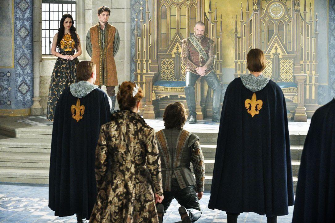 Die finsteren Machenschaften von Viscount  Richard Delacroix (Greg Bryk, kniend) kommen ans Licht und er muss sich vor König Henry II. (Alan Van Spr... - Bildquelle: Ben Mark Holzberg 2013 The CW Network, LLC. All rights reserved.