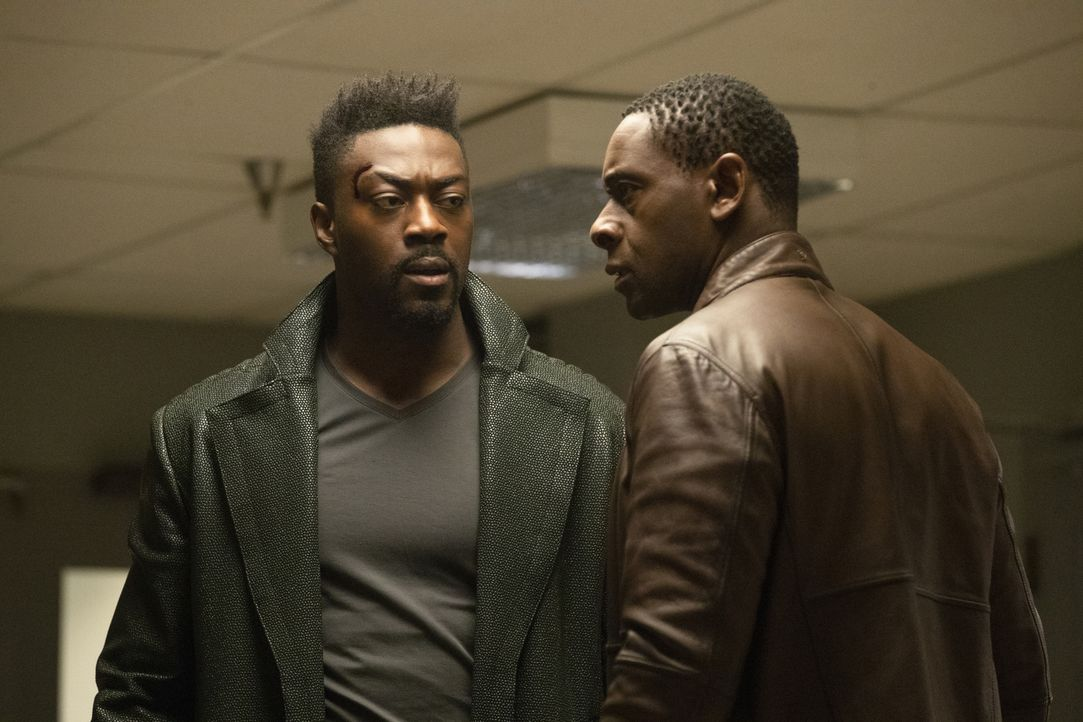 Manchester (David Ajala, l.); J'onn (David Harewood, r.) - Bildquelle: Jack Rowand 2018 The CW Network, LLC. All Rights Reserved.