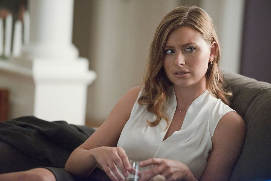 Eine Bekanntschaft könnte Peyton (Aly Michalka) in große Schwierigkeiten bringen ... - Bildquelle: 2014 Warner Brothers