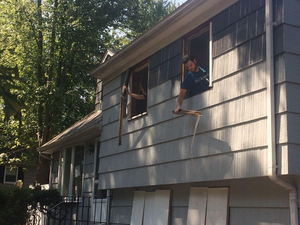 Die schwanger Annabelle, ihr Mann und ihre zwei Kinder wollen ein altes Haus umbauen und es anschließend gewinnbringend verkaufen. Doch schnell wäch... - Bildquelle: 2016, DIY Network/Scripps Networks, LLC. All Rights Reserved.