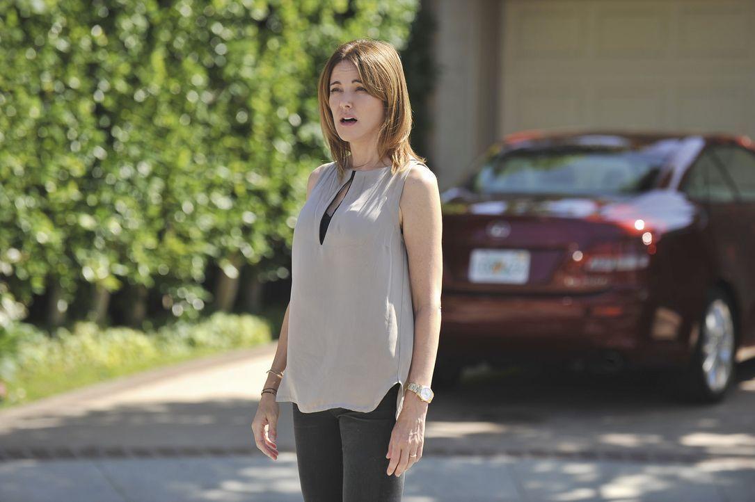 Ellie (Christa Miller) ist ziemlich genervt von Jules, weil diese versucht, es immer allen recht zu machen ... - Bildquelle: 2011 American Broadcasting Companies, Inc. All rights reserved.