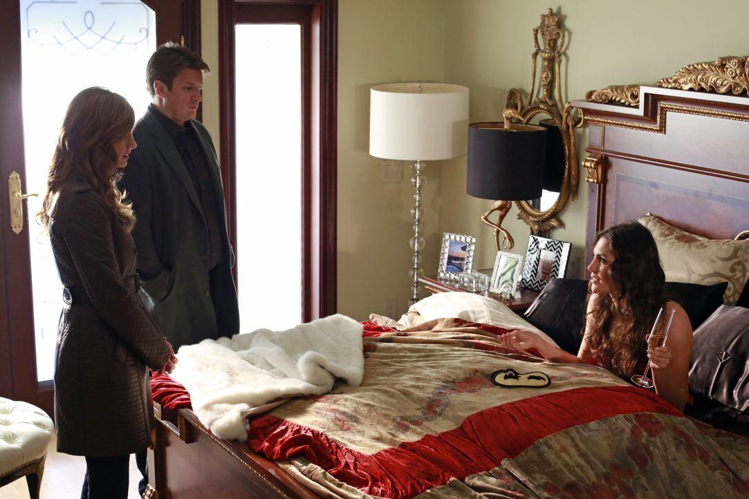 Castle (Nathan Fillion, M.) und Beckett (Stana Katic, l.) statten Regina Cane (Taylor Cole, r.) einen Besuch ab. Diese erholt sich noch von der bera... - Bildquelle: 2012 American Broadcasting Companies, Inc. All rights reserved.