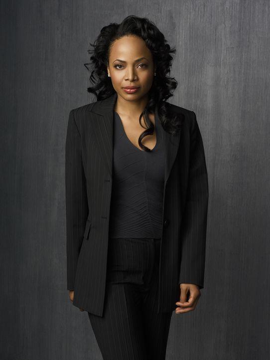 (2. Staffel) - Detective Irene Daniels (Gina Ravera) ist die zweite Frau im Team. Sie hat eine Beziehung mit Gabriel und kümmert sich um Rechtsfrage... - Bildquelle: Warner Brothers
