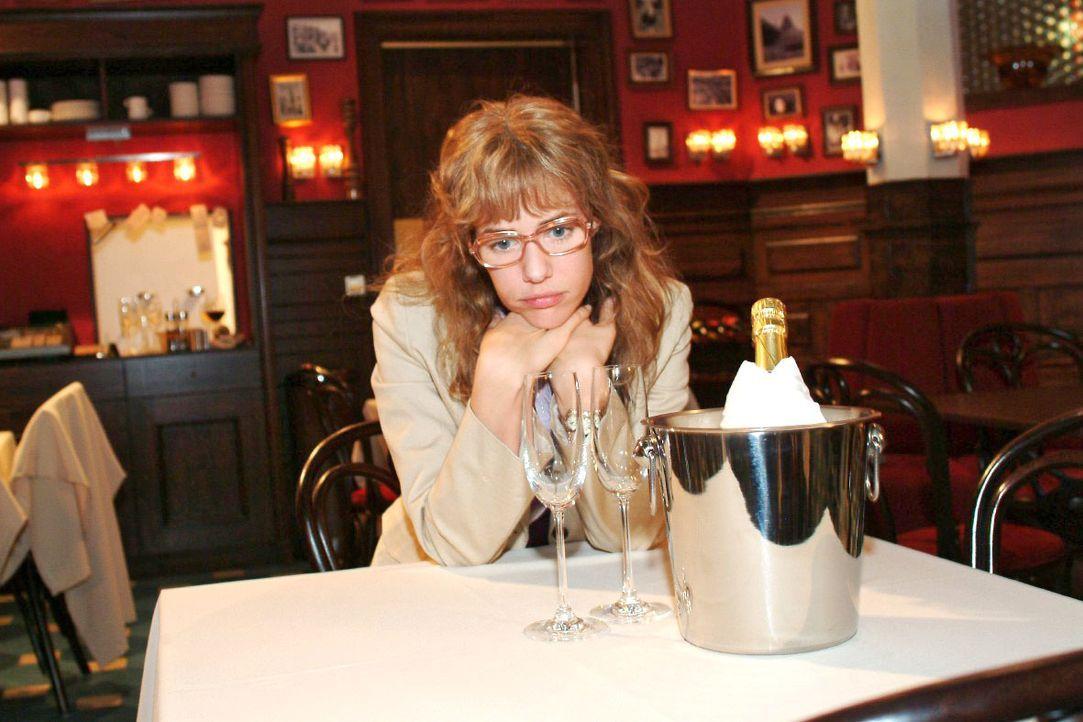 Lisa (Alexandra Neldel) wartet vergeblich auf ihren geliebten David. (Dieses Foto von Alexandra Neldel darf nur in Zusammenhang mit der Berichtersta... - Bildquelle: Monika Schürle SAT.1 / Monika Schürle