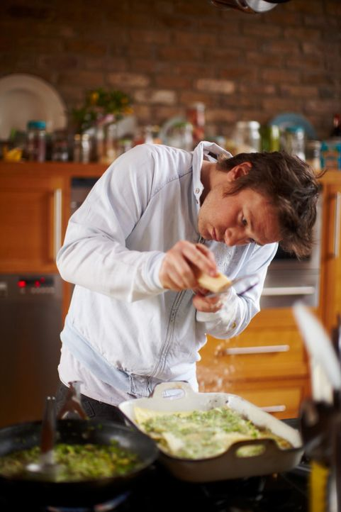 """In """"Jamies 30 Minuten Menüs"""" gibt der Starkoch zuverlässige Anleitungen für noch uninspirierte Köche. - Bildquelle: David Loftus 2009"""