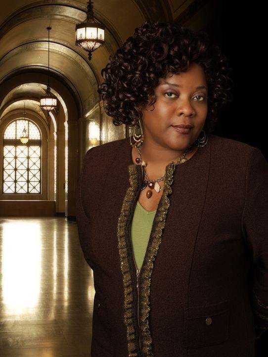 (1. Staffel) - Elis Sekretärin Patti (Loretta Devine) hält nicht viel von den priviligierten Anwälten in der Kanzlei und unterstützt Eli deshalb bei... - Bildquelle: Disney - ABC International Television