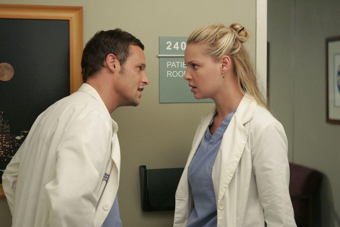 Während alle noch zittern, ob Joes Operation erfolgreich verläuft, bemerkt Izzie (Katherine Heigl, r.) eine ganz neue, weiche Seite an Alex Karev (J... - Bildquelle: Touchstone Television