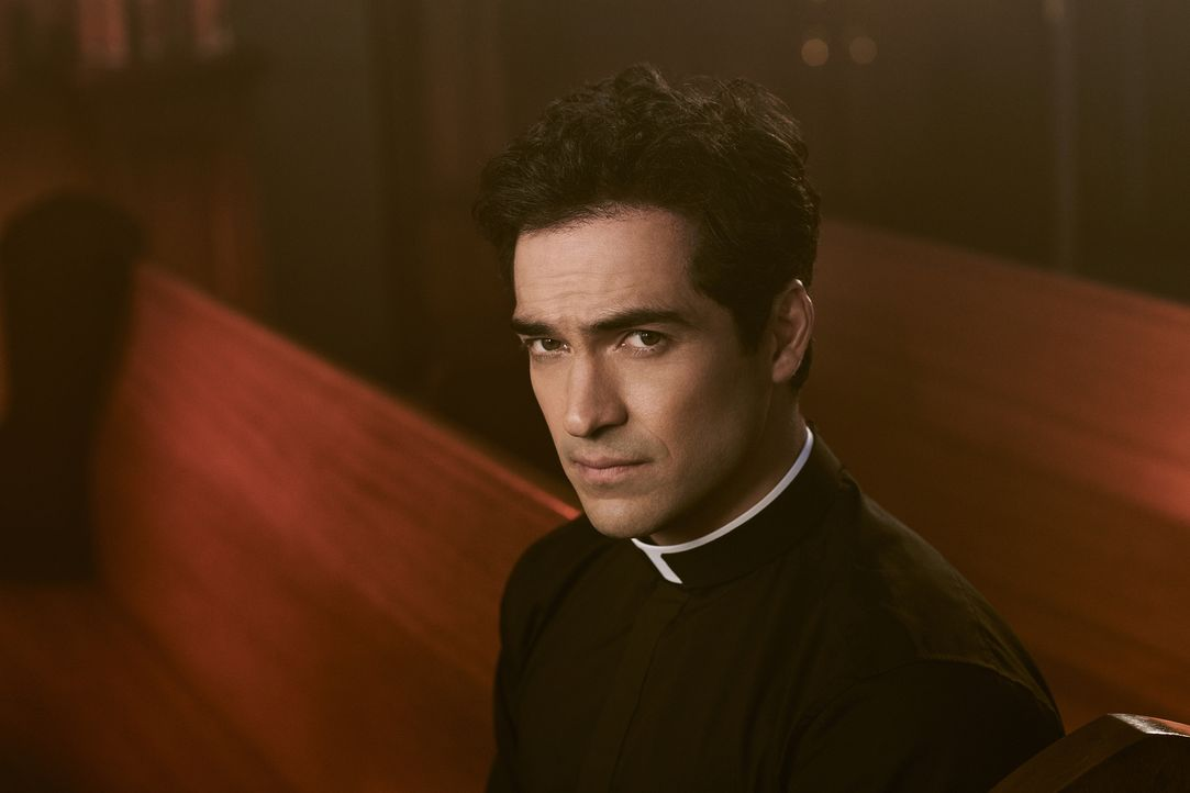 (1. Staffel) - Der junge Pater Tomas Ortega (Alfonso Herrera) führt eine kleine Gemeinde und wird von vielen seiner Kollegen als aufgehender Stern b... - Bildquelle: Patrick Ecclesine 2016 Fox and its related entities.  All rights reserved.