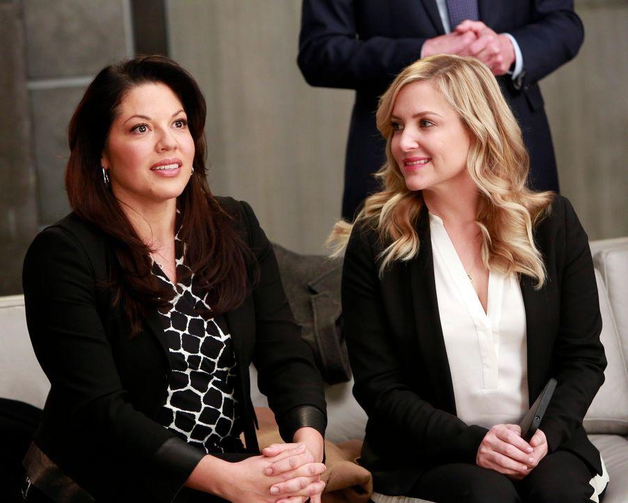 Das Ehepaar Dr. Callie Torres (Sara Ramirez, l.) und Dr. Arizona Robbins (Jessica Capshaw, r.) ist sich nicht immer sofort einig. Nach großen Streit... - Bildquelle: ABC Studios