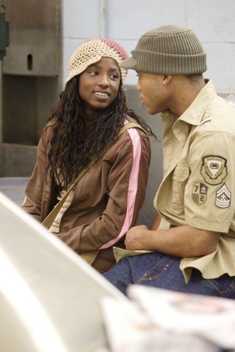 Sie kennen sich seit der fünften Klasse: Raya (Rutina Wesley, l.) und Bishop (Dwain Murphy, r.). Ist da doch mehr zwischen den beiden? - Bildquelle: Paramount Pictures