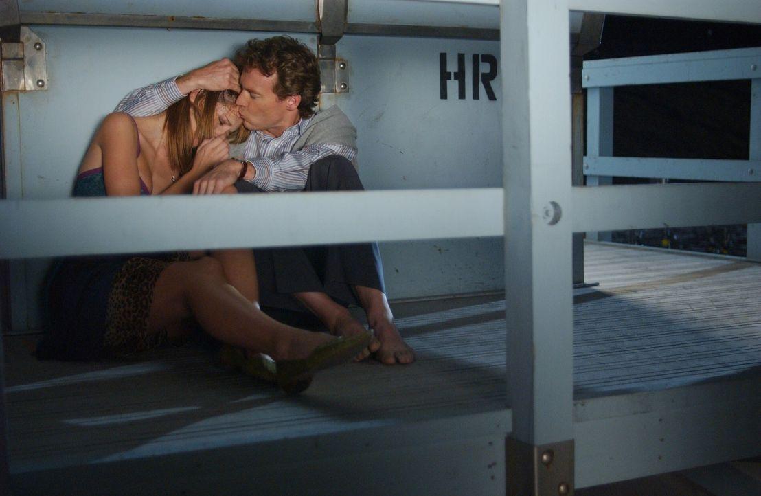 Marissa (Mischa Barton, l.) kommt nicht damit klar, dass ihr Vater (Tate Donovan, r.) nach Hawaii ziehen möchte ... - Bildquelle: Warner Bros. Television