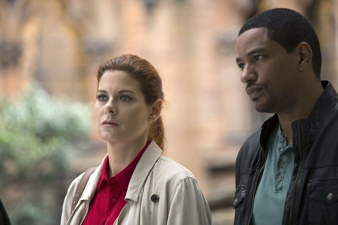 Als ein älteres Ehepaar erschlagen aufgefunden wird, müssen Laura (Debra Messing, l.) und Billy (Laz Alonso, r.) alles tun, um den Mörder zu fassen... - Bildquelle: Warner Bros. Entertainment, Inc.