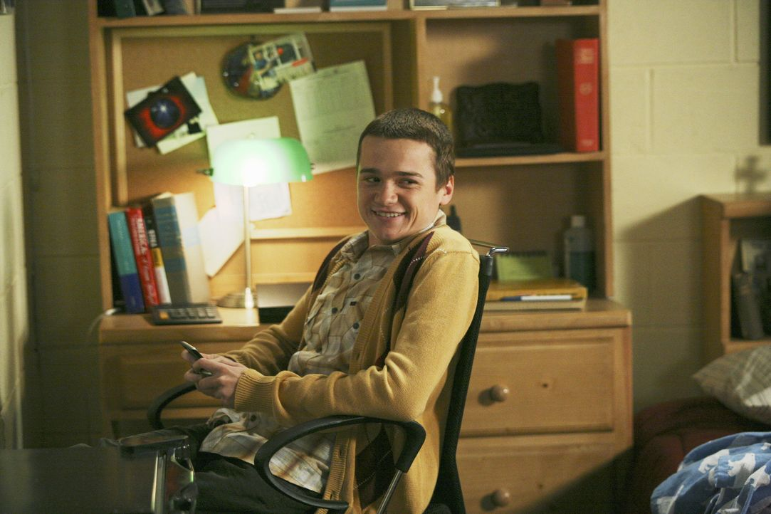 Hütet ein dunkles Geheimnis: Kirk (Dan Byrd) ... - Bildquelle: 2008 ABC Family