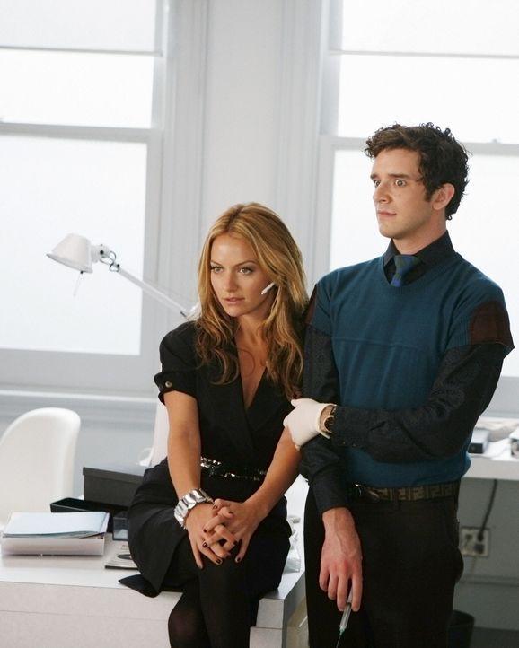 Amanda (Becki Newton, l.) und Marc (Michael Urie, r.) können nicht glauben, dass Wilhelmina Betty zu ihrer rechten Hand erhoben hat ... - Bildquelle: 2008   ABC Studios