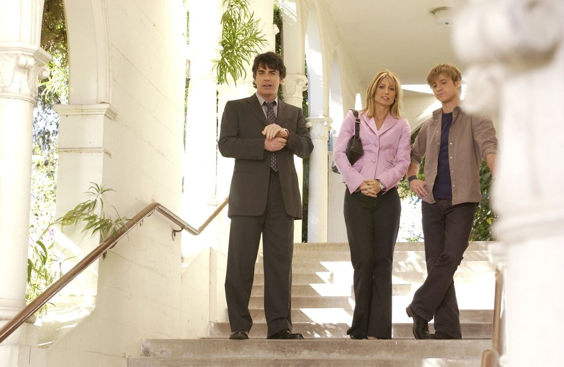 Versuchen ihre Probleme in Griff zu bekommen: Ryan (Benjamin McKenzie, r.), Kirsten (Kelly Rowan, M.) und Sandy (Peter Gallagher, l.) ... - Bildquelle: Warner Bros. Television