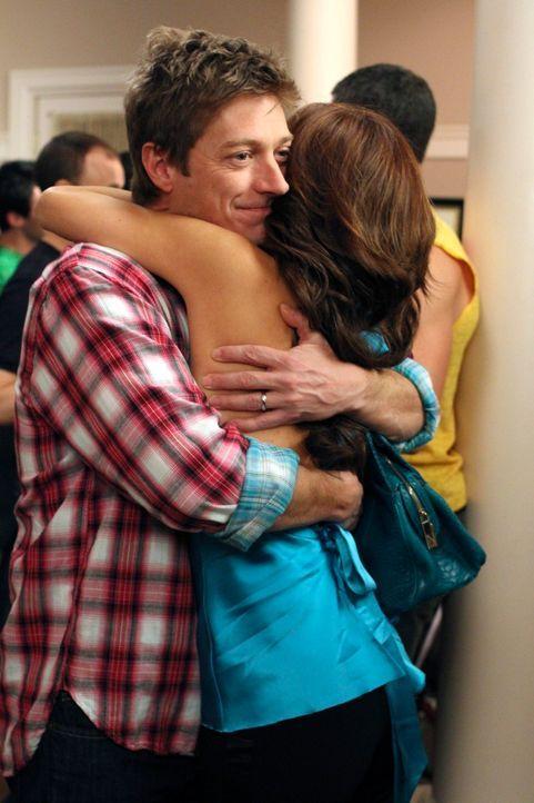Der Abschied naht: Gabrielle (Eva Longoria, r.) muss sich von Bob und Lee (Kevin Rahm, l.) verabschieden um zurück zu ihrer Familie zu gehen, was ih... - Bildquelle: ABC Studios