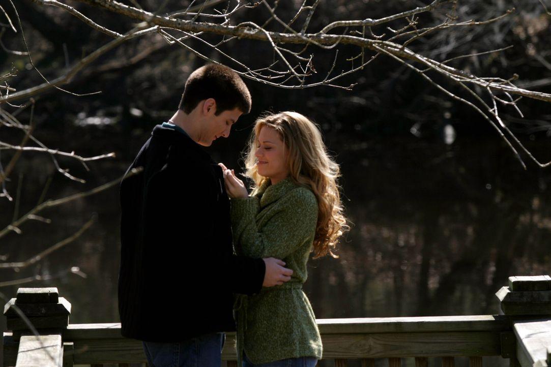 Liebe liegt in der Luft: Nathan (James Lafferty, l.) gesteht Haley (Bethany Joy Galeotti, r.) seine Gefühle ... - Bildquelle: Warner Bros. Pictures
