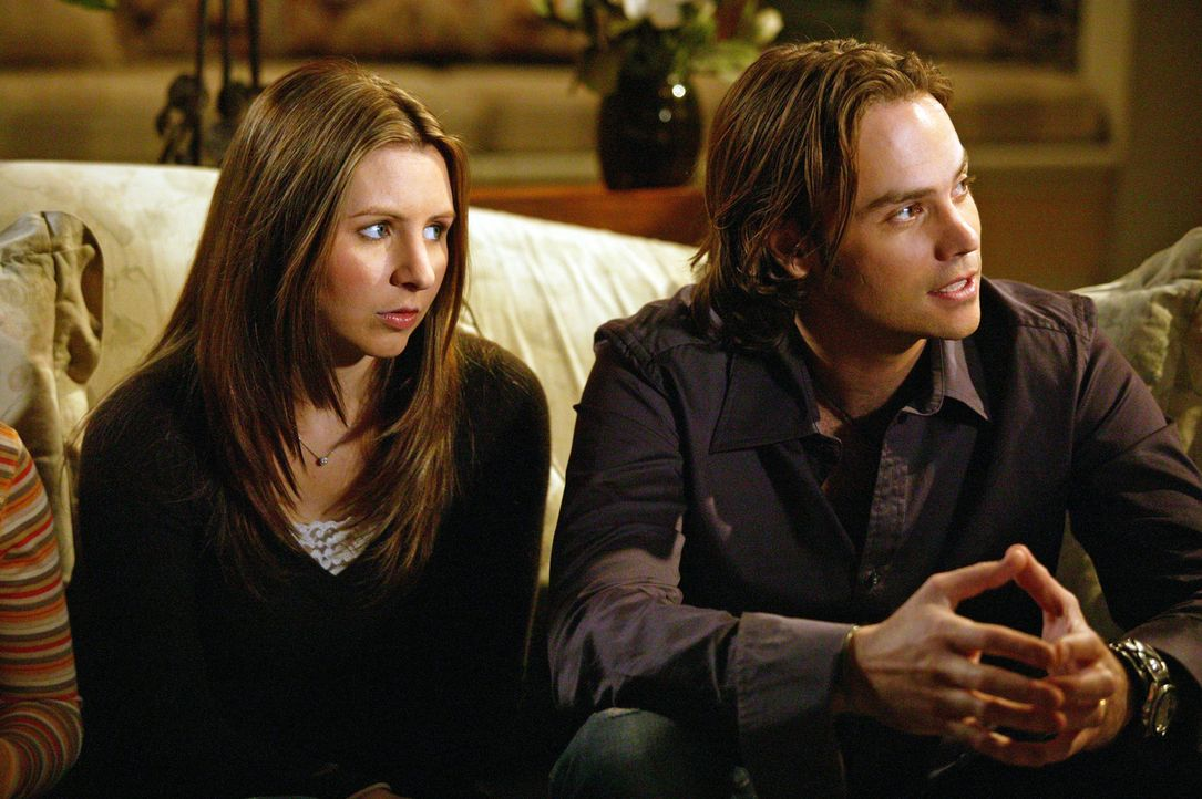 Matt (Barry Watson, r.) kommt überraschend zu Besuch. Schnell merkt er, dass Lucy (Beverley Mitchell, l.) ihm etwas verheimlicht ... - Bildquelle: The WB Television Network