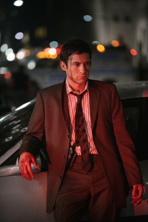 Zum Glück wurde Danny Taylor (Enrique Murciano) beim Überfall nur leicht verletzt ... - Bildquelle: Warner Bros. Entertainment Inc.