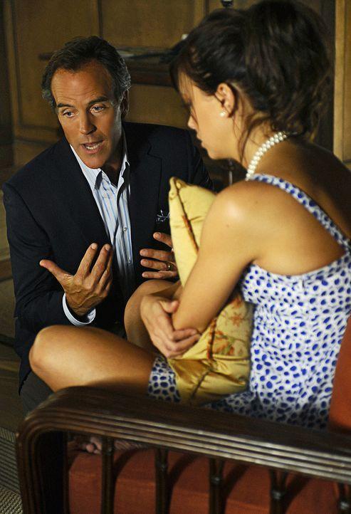 Thomas (Richard Burgi, l.) will nur das Beste für seine Tochter Trish (Katie Cassidy, r.). Dazu gehört auch, dass er versucht, die Hochzeit abzusa... - Bildquelle: 2009 CBS Studios Inc. All Rights Reserved.