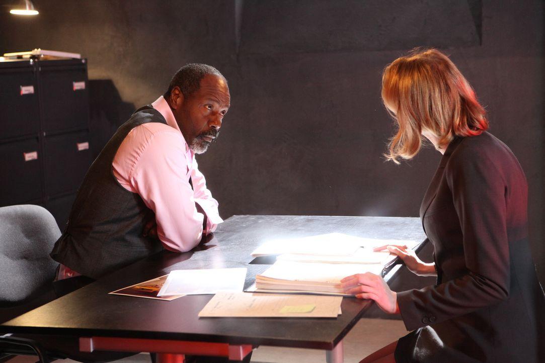 Möchte Barbara (Frédérique Bel, r.) Lamarck (Jean-Michel Martial, l.) wirklich helfen? - Bildquelle: Xavier Cantat 2011 BEAUBOURG AUDIOVISUEL