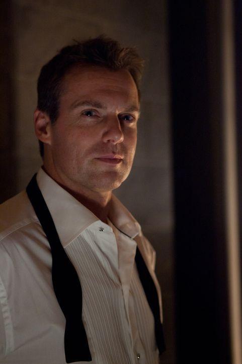 Das Schicksal hält eine Überraschung für den charismatischen Chirurg Dr. Charlie Harris (Michael Shanks) bereit - allerdings keine positive ... - Bildquelle: 2012  Hope Zee One Inc.