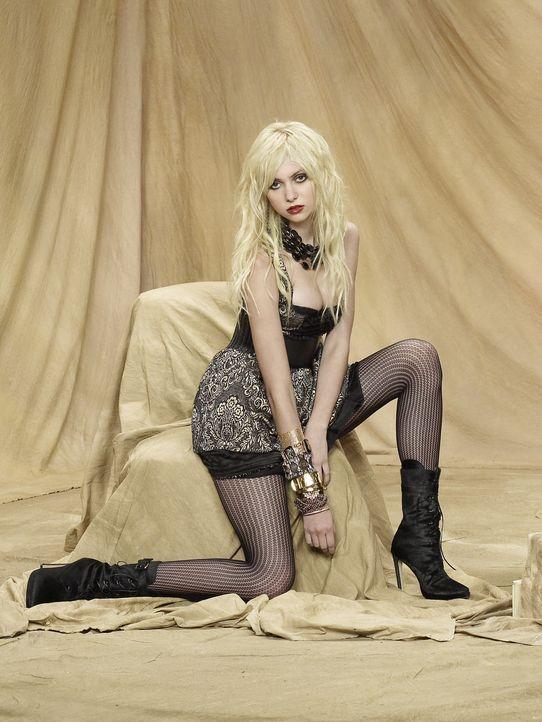 (3. Staffel) - Übernimmt wider Willen Blairs Königinnenrolle an der High School und versucht, alles besser zu machen: Jenny (Taylor Momsen) ... - Bildquelle: Warner Brothers