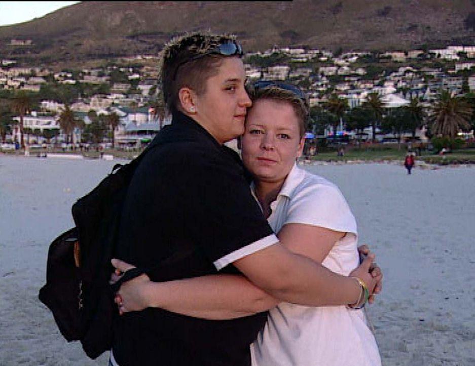 Vor drei Jahren haben Katharina und Jennifer geheiratet: Ihr sehnlichster Traum ist ein eigenes Kind. Deshalb reisen die beiden nach Südafrika, um... - Bildquelle: ProSieben