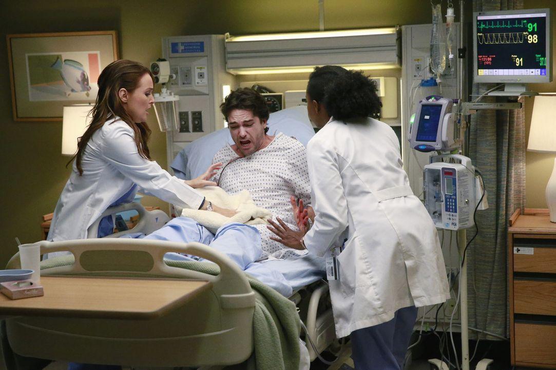 Im Liebeswahn schneidet eine Frau ihrem Mann (Jackson Hurst, M.), nachdem er sie betrogen hat, den Penis ab. Stark blutend wird er in die Notaufnahm... - Bildquelle: ABC Studios