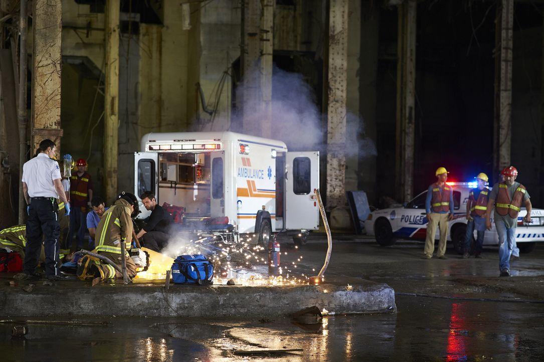 Die Sanitäter des Hope Zion Hospital werden zu einem Einsatz gerufen, der anders endet, als erwartet ... - Bildquelle: 2013  Hope Zee Two Inc.