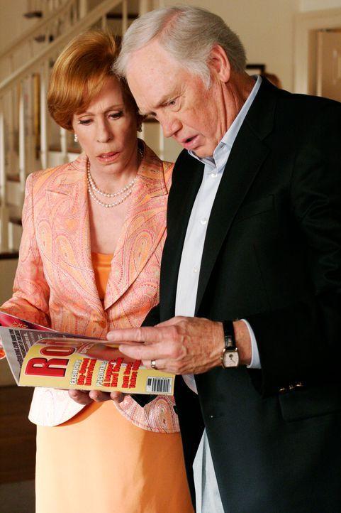 Am Tag der gerichtlichen Anhörung von Bree und Andrew erscheinen überraschend Brees Vater (Ronny Cox, r.) und ihre Stiefmutter (Carol Burnett, l.),... - Bildquelle: 2005 Touchstone Television  All Rights Reserved