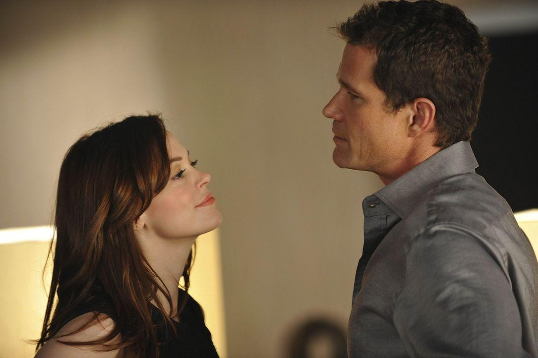 Während Mike ausgerechnet Christian um einen Rat bittet, wie er seine Beziehung mit Kimber noch verbessern könnte, heiratet Sean (Dylan Walsh, r.)... - Bildquelle: Warner Bros. Entertainment Inc. All Rights Reserved.
