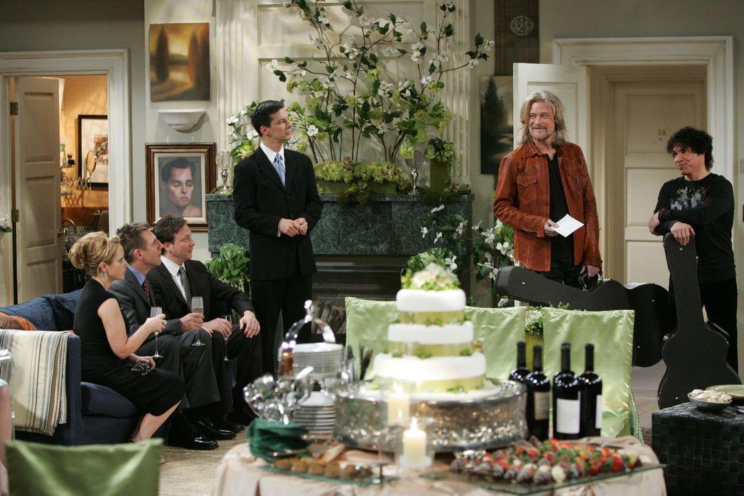 Die Vorbereitungen für die Hochzeit von Grace und James laufen auf Hochtouren: Ellen (Leigh-Allyn Baker, l.), Larry (Tim Bagley, 2.v.l.), Joe (Jerry... - Bildquelle: Chris Haston NBC Productions