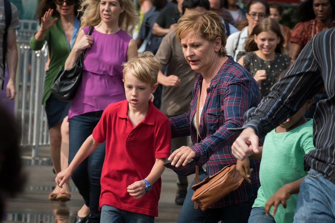 Als der siebenjährige Mason (Jackson Kaufman, l.), Sohn eines berühmten Wissenschaftlers, im Central Park verschwindet und daraufhin ein unbekannter... - Bildquelle: Jeff Neumann 2015, 2016 Sony Pictures Television Inc. All Rights Reserved.