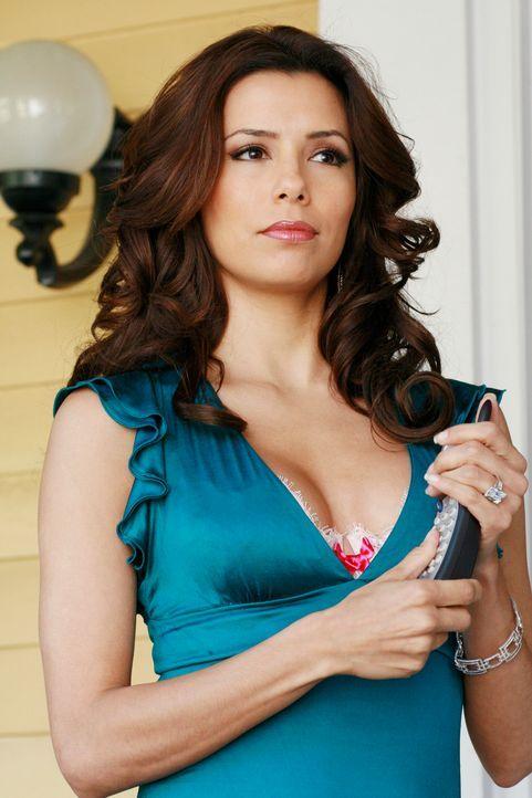 Gabrielle (Eva Longoria) wird misstrauisch, weil Carlos plötzlich keinen Sex mehr mit ihr haben will ... - Bildquelle: 2005 Touchstone Television  All Rights Reserved