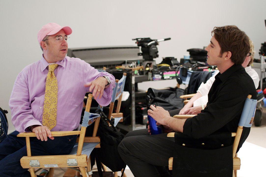 Hinter den Kulissen: Regisseur Barry Sonnenfeld (l.) und Lee Pace (r.) alias Ned ... - Bildquelle: Warner Brothers