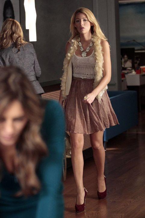 Lernt einen charmanten jungen Mann kennen: Serena (Blake Lively) ... - Bildquelle: Warner Bros. Television