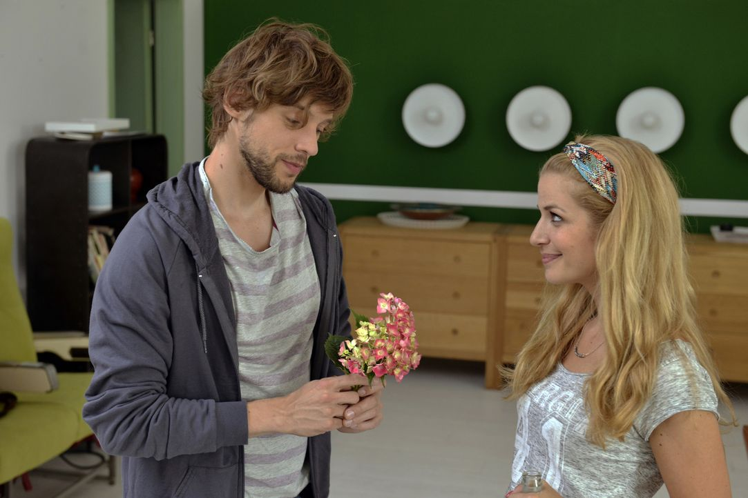 Ist Daniel (Christoph Humnig, l.) Milas (Susan Sideropoulos, r.) große Liebe? - Bildquelle: Oliver Ziebe SAT.1