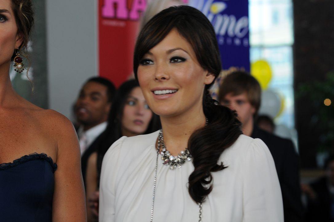 Was ist nur los mit Joe? Victory (Lindsay Price) erreicht ihn seit Tagen nicht. Platzt die Verlobung noch vor dem Antrag? - Bildquelle: NBC, Inc.