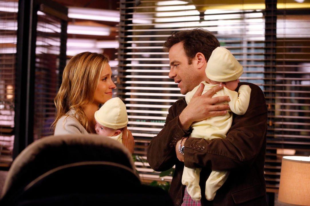Ihr neues Leben macht ihnen gelegentlich zu schaffen: Cooper (Paul Adelstein, r.) und Charlotte (KaDee Strickland, l.) ... - Bildquelle: ABC Studios
