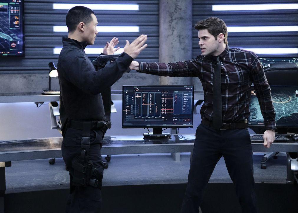 Warum geraten Demos (Curtis Lum, l.) und Winn (Jeremy Jordan, r.) plötzlich scheinbar ohne wirklichen Grund aneinander? - Bildquelle: 2017 Warner Bros.