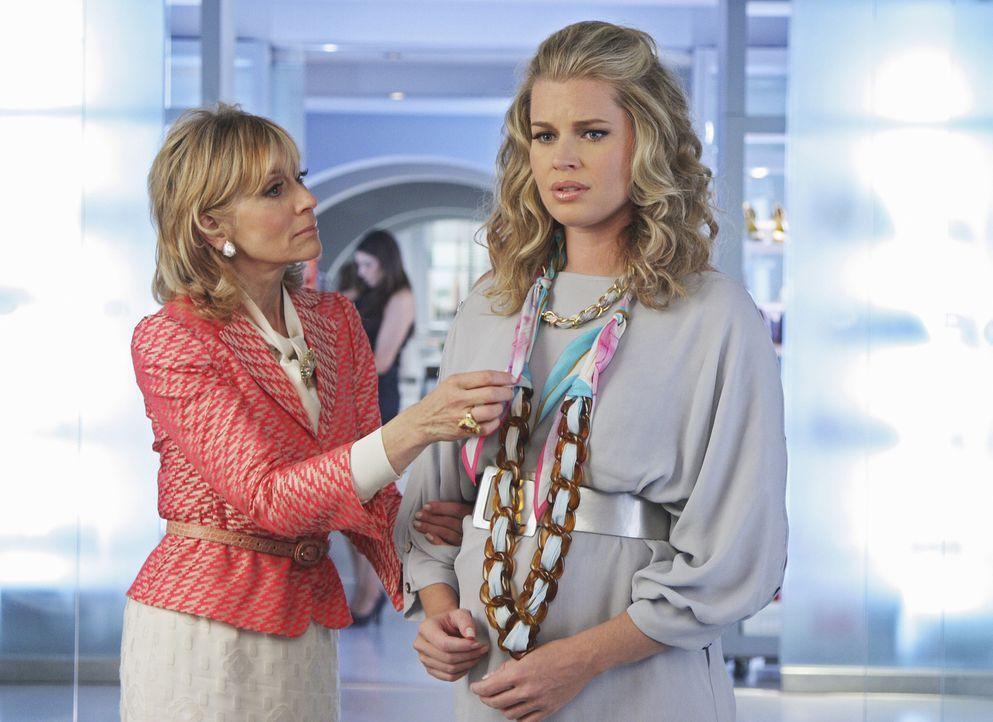 Claire (Judith Light, l.) befürchtet, dass Alexis (Rebecca Romijn, r.) an Christinas Sturz nicht ganz unbeteiligt ist ... - Bildquelle: 2008   ABC Studios