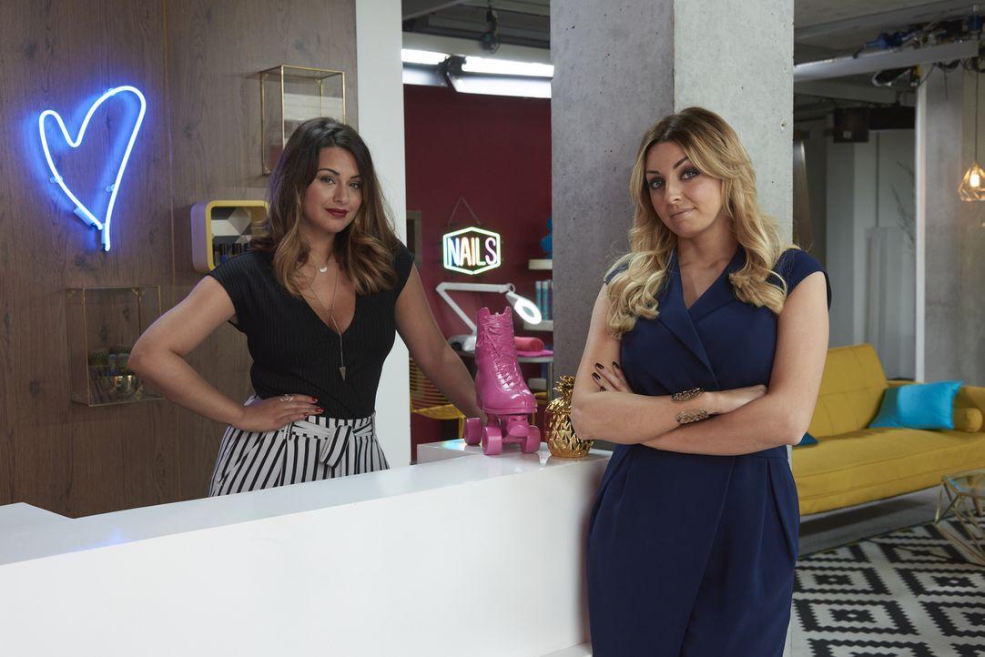 (1. Staffel) -  Wissen ganz genau, wie sie Menschen mit extremen, schockierenden und teilweise lustigen Beautypannen helfen können: Kosmetikerinnen... - Bildquelle: Studio Lambert & all3media Int.