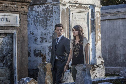 Elijah und Sophie - Bildquelle: Warner Bros. Entertainment Inc.
