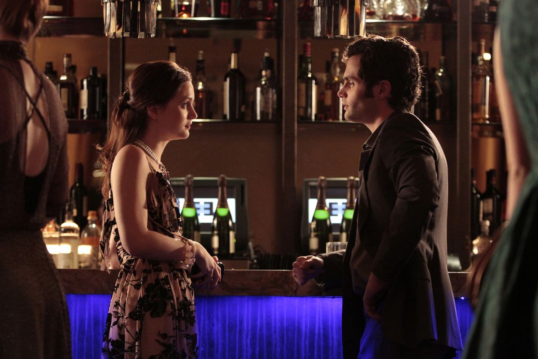 Was läuft zwischen Blair (Leighton Meester, l.) und Dan (Penn Badgley, r.)? - Bildquelle: Warner Bros. Television