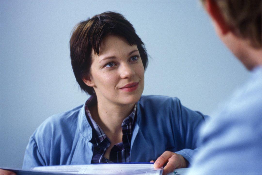 Hanna (Theresa Hübchen) ist auf der Suche nach der Wahrheit. Was ist mit ihrem Freund Michael passiert, bevor er in die Pathologie eingeliefert wur... - Bildquelle: Sat.1