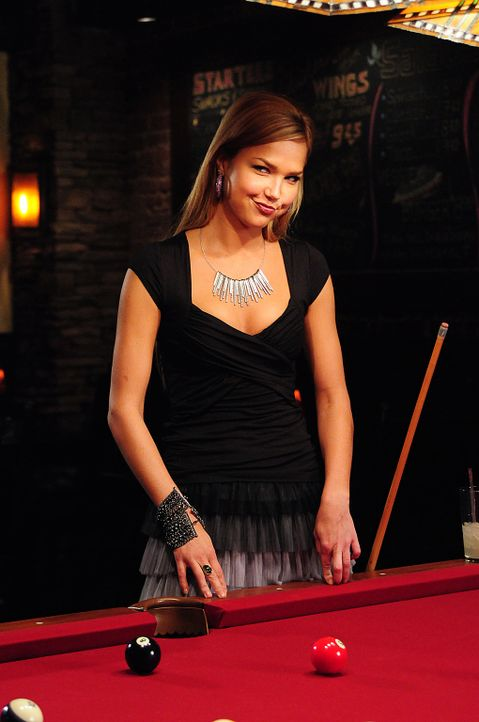 Die hübsche Lexi (Arielle Kebbel), die selbst auch ein Vampir ist, besucht ihren Freund Stefan, um ihm zum Geburtstag zu gratulieren und den Tag mit... - Bildquelle: Warner Brothers