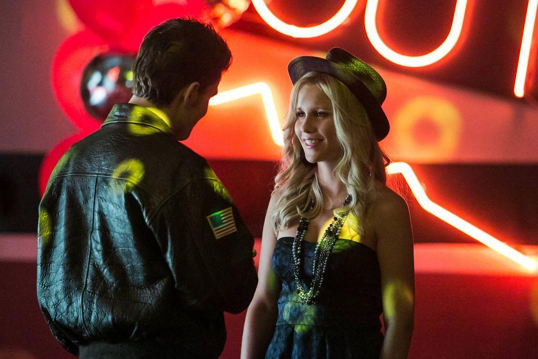 Stefan Salvatore und Rebekah  - Bildquelle: Warner Bros. Entertainment Inc.
